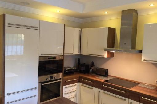 Die moderne Küche in der Villa