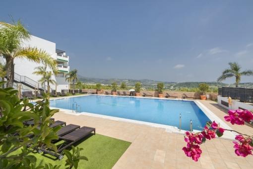 Kaufen Sie komplett gemanagte Apartments mit 1-2 Schlafzimmer, 1-2 Bädern, Garage, Terrasse, Pool