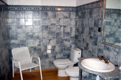 Großräumiges Badezimmer