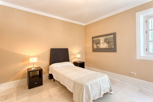 One of the 2 guest bedrooms