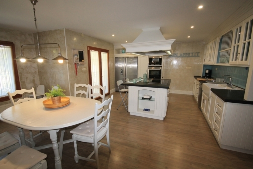 Views of the kitchen with dining area