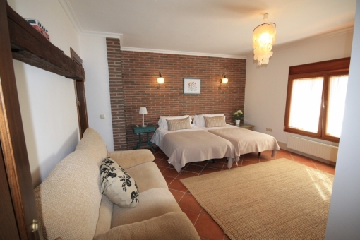 Another bedroom with single beds