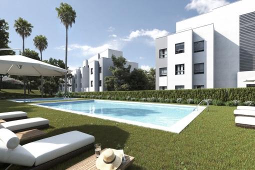 Eleganter Poolbereich des Wohnkomplexes