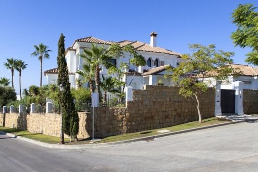 Ansicht der Villa von der Straße