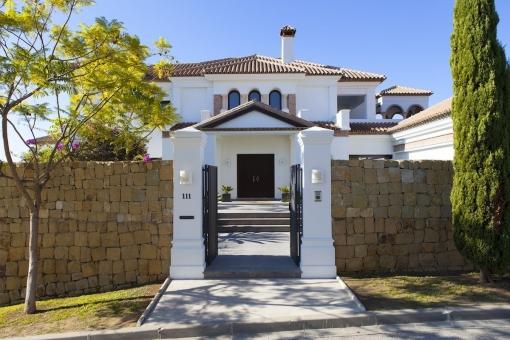 Impressive entrance of the villa