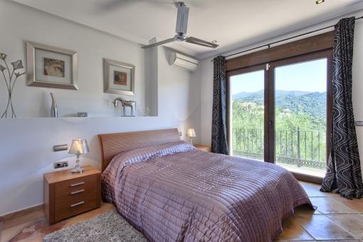 Weiteres Schlafzimmer mit direktem Terrassenzugang