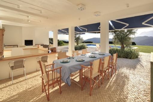 Außenküche und Essbereich
