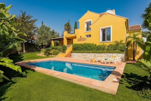 Well maintained villa with a stunning view of the mountains and the golf course in Mijas