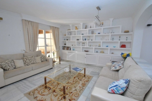 Fantastic house with 5 bedrooms and wide living areas in Mijas