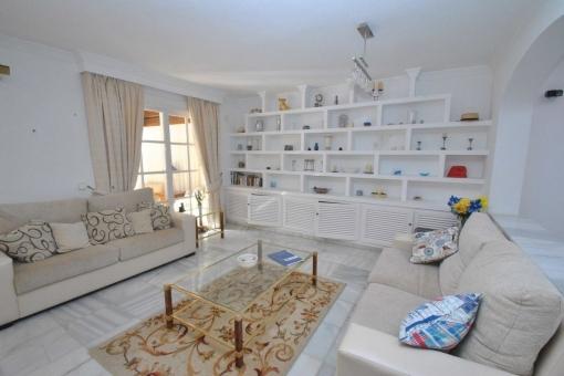 Fantastisches Haus mit 5 Schlafzimmern und großen Wohnbereichen in Mijas