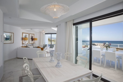 The dining area offers space for up to 6 people