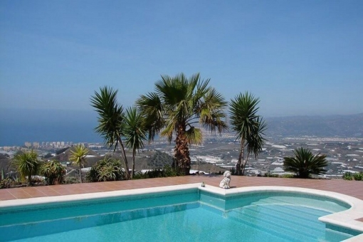Traditional country house with sea view and heated pool in Sayalonga, Málaga