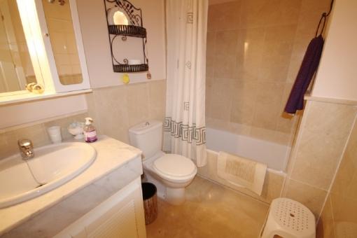 Another bathroom with bathtub