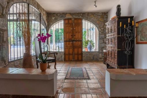 Villa 1 - Inviting entrance area