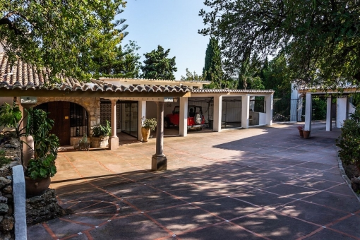 Villa 1 - Outdoor area and carport