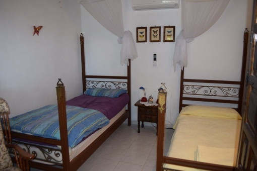 Another bedroom with 2 single beds