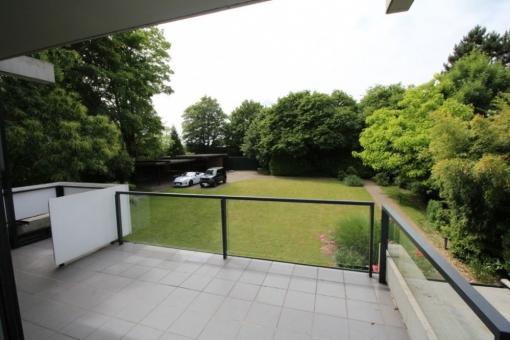 Blick vom Balkon in den herrlichen Garten