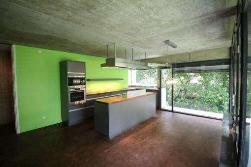 Die Küche verfügt über Panoramafenster