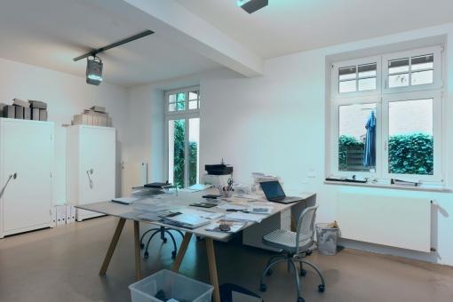 Büro mit Zugang zur Terrasse