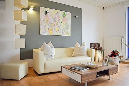 Wartebereich mit Sofa
