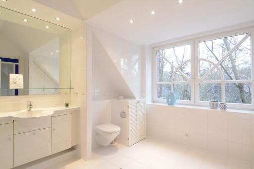 Wohnung-Wellingsbuettel-Badezimmer-Fenster