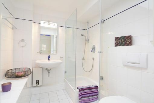 Wohnung-Wellingsbuettel-Badezimmer-Toilette
