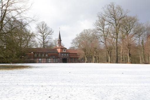 Wohnung-Wellingsbuettel-Wiese-Kirche