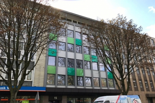 Blick auf die Fassadeder Gewerbeimmobilie