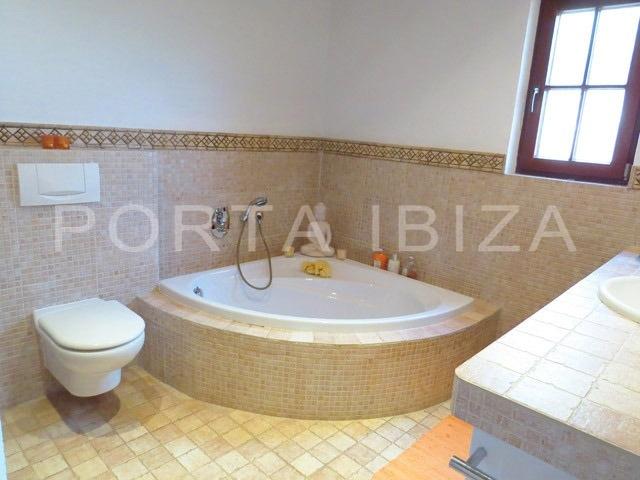 bathroom1-villa-can furnet-ibiza