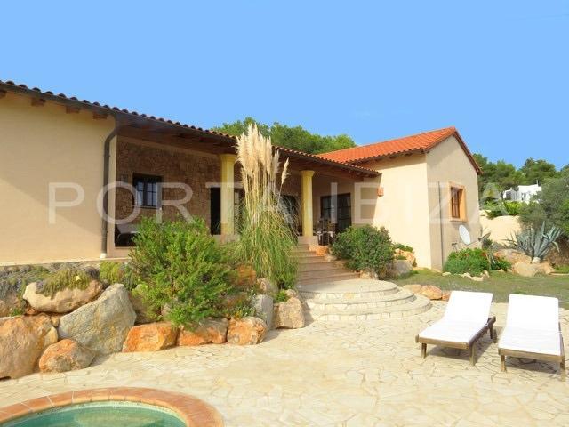 garden-pool-villa-can furnet-ibiza