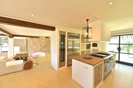 Offener Wohnbereich und Küche