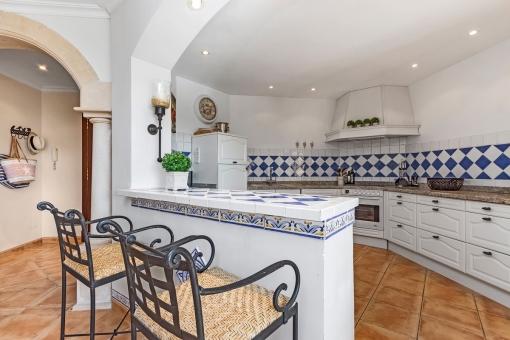 Voll ausgestattete Küche im mallorquinischen Stil