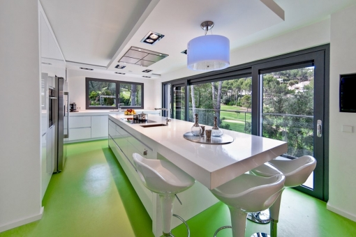 Fully equipped kitchen with long dinner table