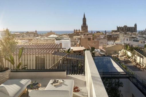 Beautiful, completely gutted penthouse with large terrace in the center of Palma's old town for first time occupancy