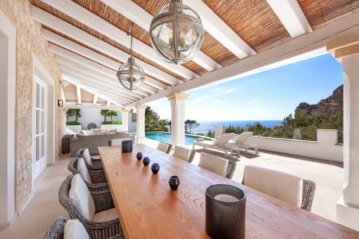 Villa in erster Meereslinie mit Vermietlizenz in Port Andratx