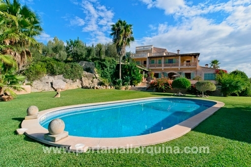 Idyllic situated delightful country house in the centre of the island