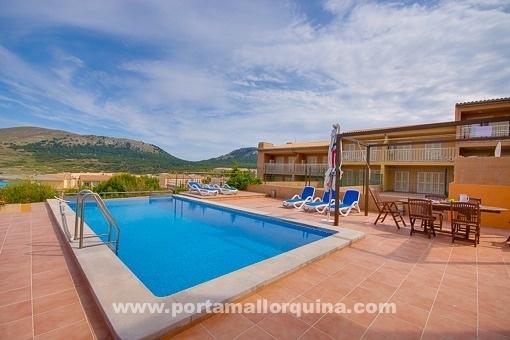 Swimmingpool mit herrlichem Landschaftsblick