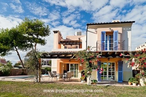 Schönes mediterranes Haus mit eigenem Poolbereich in exklusiver Residenz mit Blick auf den Golfplatz in Santa Ponsa