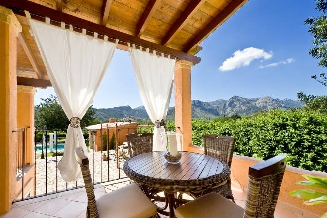 Exclusive villa with beautiful mountain views