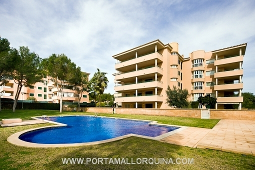 Modern, spacious apartment in very well maintained residential complex