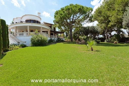 Stately villa with sea views and beautiful gardens in Bonaire
