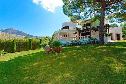 Ansicht der Villa vom Garten
