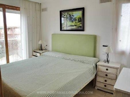 Eins von drei Schlafzimmern