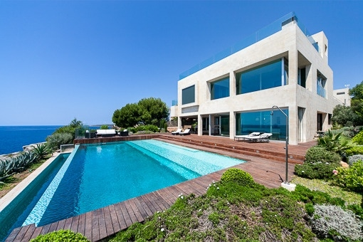 Modern chalet with guest house on the seafront in Vallgornera - Cala Pi