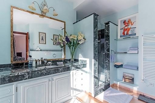 Elegantes Badezimmer