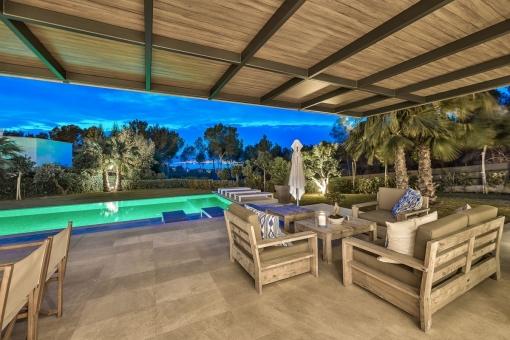 Chill-out Lounge auf der überdachten Terrasse