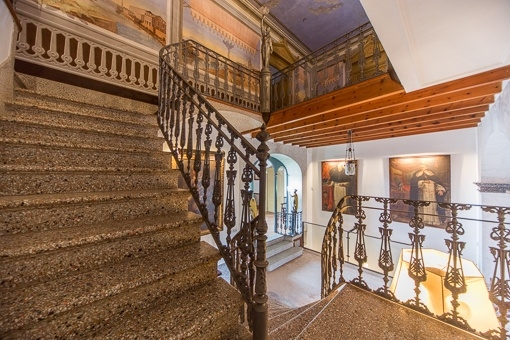 Blick von der Treppe auf die obere Etage