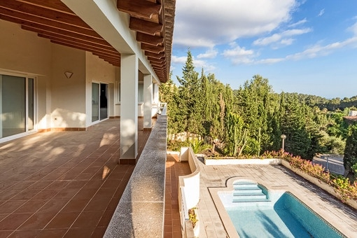 Geräumige Villa mit Pool