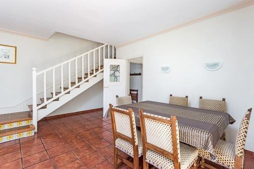 Essbereich mit Treppenaufgang