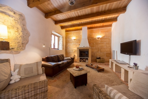 Cosy living area with fireplace and typical antique elements